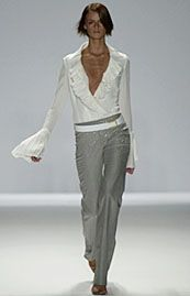 Carolina Herrera Spring 2002 Ready-to-Wear Collection 0001