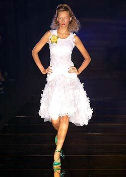Julien MacDonald Spring 2005 Ready-to-Wear Collections 0001