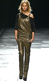 Givenchy Fall 2002 Ready-to-Wear Collection 0001