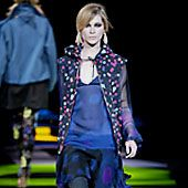 Versus Fall 2002 Ready-to-Wear Collection 0001