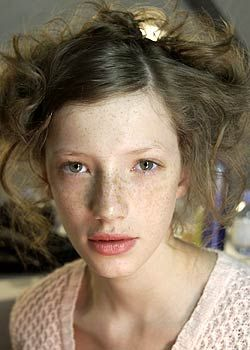 Hair, Nose, Lip, Mouth, Cheek, Hairstyle, Skin, Chin, Forehead, Shoulder,