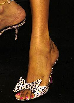 Betsey Johnson Spring 2005 Ready-to-Wear Detail 0001
