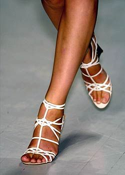 Donna Karan Spring 2005 Ready-to-Wear Detail 0001