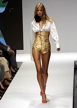Krizia Spring 2005 Ready-to-Wear Collections 0001