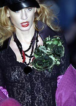 Mariella Burani Fall 2005 Ready-to-Wear Detail 0001