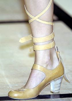 Vivienne Westwood Spring 2005 Ready-to-Wear Detail 0001
