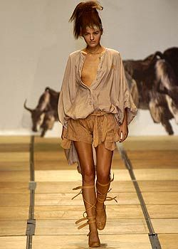 Vivienne Westwood Spring 2005 Ready-to-Wear Collections 0001