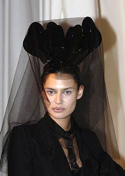 Givenchy Fall 2005 Haute Couture Detail 0001