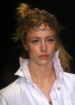 Dries Van Noten Spring 2005 Ready-to-Wear Detail 0001