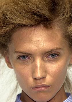 Alexander McQueen Spring 2005 Ready-to-Wear Detail 0001