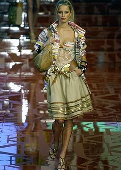 Valentino Spring 2005 Ready-to-Wear Collections 0001