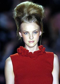 Luca Luca Fall 2005 Ready-to-Wear Detail 0001