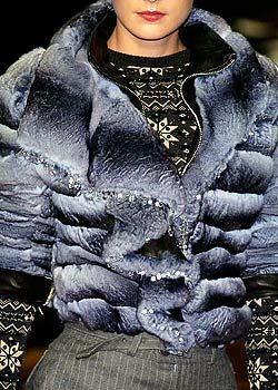Julien Macdonald Fall 2005 Ready-to-Wear Detail 0001