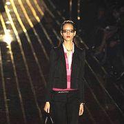 Style, Jacket, Fashion accessory, Street fashion, Fashion, Fashion model, Knee, Bag, Blazer, Fashion design,