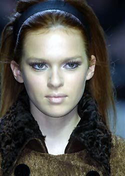 Alberta Ferretti Fall 2005 Ready-to-Wear Detail 0001