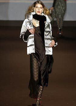 Mariella Burani Fall 2005 Ready-to-Wear Collections 0001