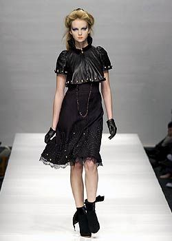 Moschino Fall 2005 Ready-to-Wear Collections 0001