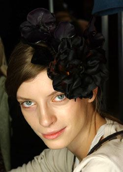 Dries Van Noten Fall 2005 Ready-to-Wear Backstage 0001