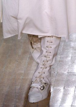 Issey Miyake Fall 2005 Ready-to-Wear Detail 0001