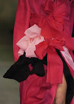Yohji Yamamoto Fall 2005 Ready-to-Wear Detail 0001
