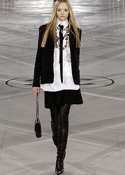 Chanel Fall 2005 Ready-to-Wear Collections 0001