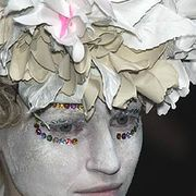 Comme des Garcons Fall 2005 Ready-to-Wear Detail 0001