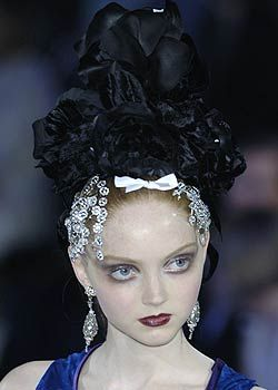 Christian Lacroix Fall 2005 Haute Couture Detail 0001