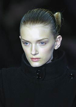 Yves St. Laurent Fall 2005 Ready-to-Wear Detail 0001