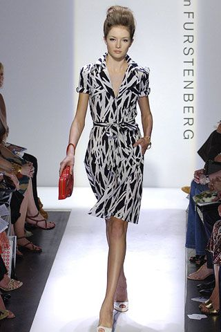 Footwear, Leg, Dress, Shoe, Human leg, Shoulder, Fashion show, Joint, Fashion model, Style,