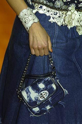 Finger, Wrist, Gesture, Bag, Thumb, Design, Shoulder bag, Silver, Hobo bag, Body jewelry,