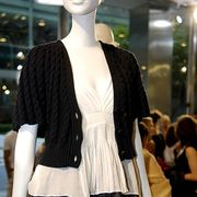 Shoulder, Joint, Mannequin, Style, Street fashion, Fashion show, Fashion, Fashion model, Waist, Fur,
