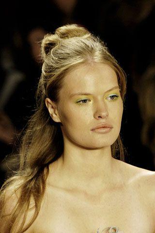 Ear, Lip, Hairstyle, Skin, Chin, Forehead, Shoulder, Eyebrow, Style, Eyelash,