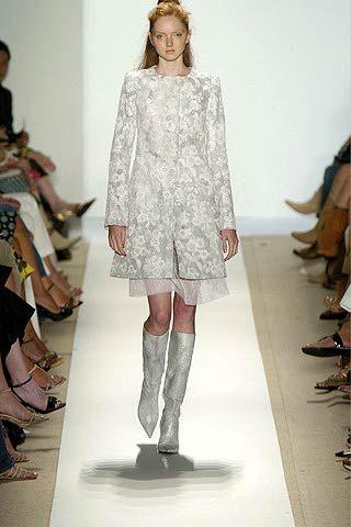 Sleeve, Shoulder, Textile, Joint, Style, Pattern, Fashion show, Fashion model, Fashion, Knee,