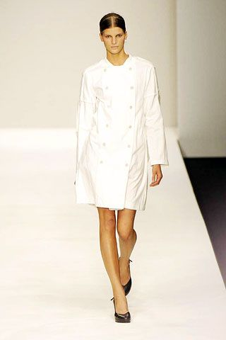 Sleeve, Shoulder, Fashion show, Joint, White, Standing, Fashion model, Style, Runway, Formal wear,