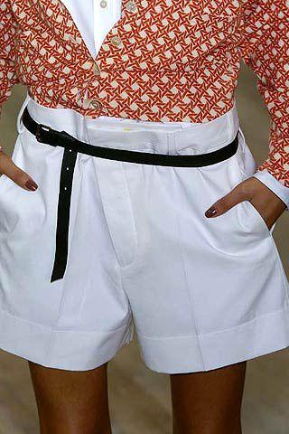 Sleeve, Collar, Textile, Joint, White, Human leg, Uniform, Waist, Fashion, Thigh,