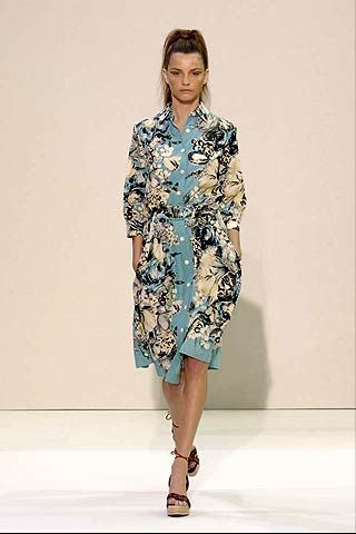Clothing, Sleeve, Shoulder, Human leg, Joint, Dress, One-piece garment, Style, Fashion model, Knee,