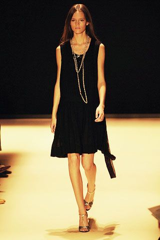 Clothing, Hairstyle, High heels, Dress, Shoulder, Human leg, Jewellery, Fashion show, Joint, Fashion model,