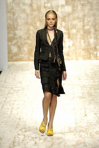 Clothing, Sleeve, Shoulder, Jewellery, Joint, Human leg, Fashion show, Style, Street fashion, Fashion model,