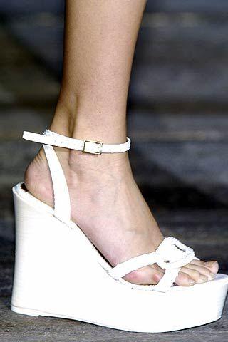 Finger, Skin, Shoe, Human leg, Joint, White, High heels, Style, Foot, Tan,