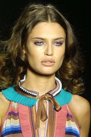 Lip, Hairstyle, Chin, Eyebrow, Style, Collar, Iris, Eyelash, Beauty, Fashion,