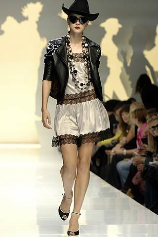 Clothing, Fashion show, Event, Hat, Shoulder, Joint, Outerwear, Runway, Fashion model, Human leg,