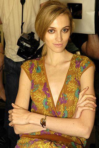 Arm, Hairstyle, Shoulder, Joint, Wrist, Fashion accessory, Eyelash, Fashion, Bracelet, Bangle,
