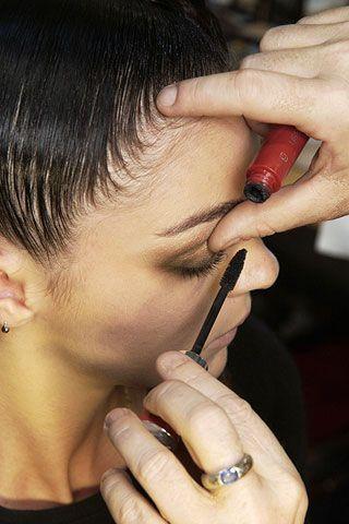 Ear, Finger, Cheek, Hairstyle, Skin, Forehead, Eyebrow, Hand, Nail, Eyelash,