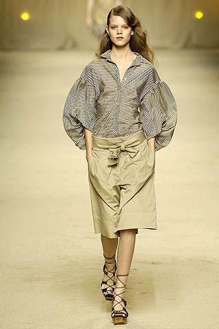 Brown, Sleeve, Shoulder, Joint, Collar, Fashion model, Style, Fashion show, Street fashion, Khaki,