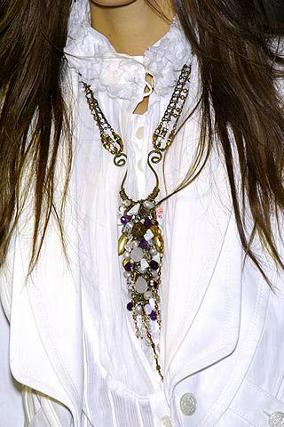 Collar, White, Style, Fashion, Jewellery, Neck, Black hair, Necklace, Body jewelry, Natural material,