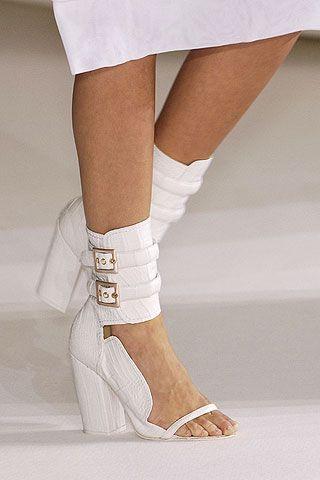 Leg, Human leg, Joint, White, Knee, Fashion, Grey, Thigh, Sock, Calf,