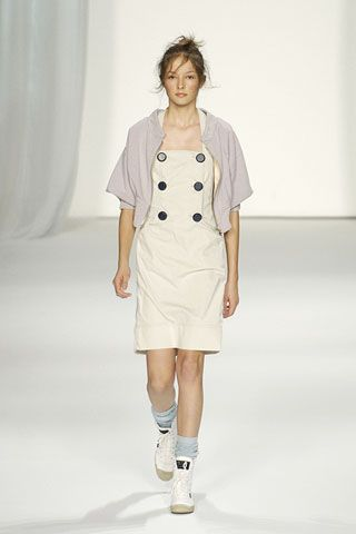 Sleeve, Shoulder, Textile, Collar, Joint, White, Standing, Style, Knee, Street fashion,