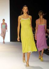 BCBG Spring 2003 Ready-to-Wear Collection 0002