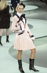 Chanel Spring 2002 Ready-to-Wear Collection 0002