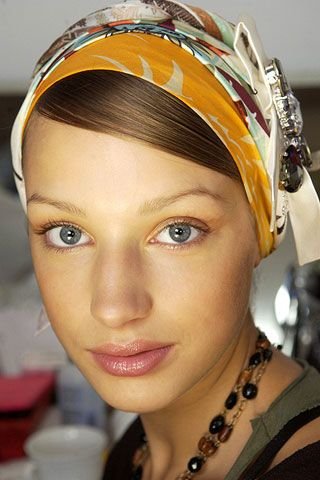 Lip, Cheek, Chin, Forehead, Eyebrow, Eyelash, Hair accessory, Style, Fashion accessory, Headgear,